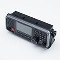 Das neue IC-M605 Mobilfunkgerät von Icom hat mit dem komplett neuen Aufbau und den neuen Funktionen die Messlatte für Seefunkgeräte wieder einmal erhöht. Trotz den ganzen neuen Funktionen bleibtdem Nutzer weiterhin eine übersichtliche Bedienung bei der man auf nichts verzichten muss!